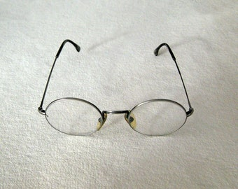 Round reading glasses in silver toned metal frame