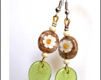 Dangle earrings pattern Daisy and green leaves