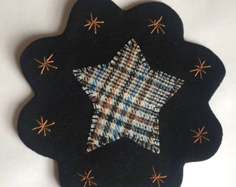 "7.5"" All Wool Top Star Applique Table Mat or Wall Hanging"