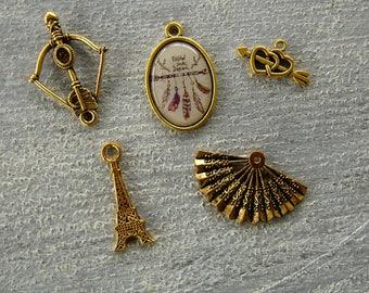 Set of 5 vintage pendants