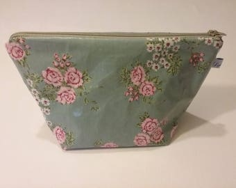 Small cosmetic case in coated cotton fully lined
