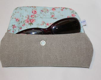 Glasses case in taupe cotton floral and quilted cotton lining