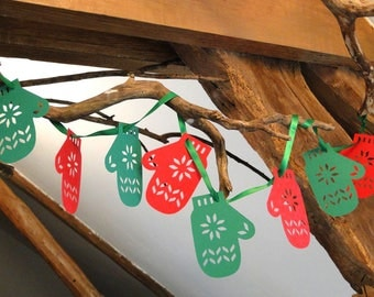 Mittens in red and green hanging paper Garland