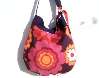 Seventies style fabric summer shoulder bag.