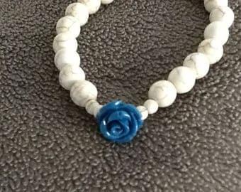Magnesite and resin flowers beaded bracelet