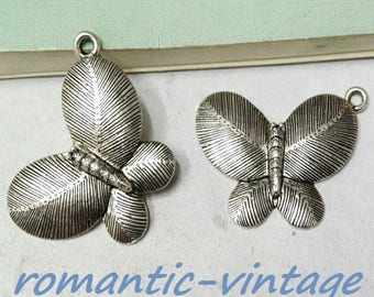 Beautiful decorative Butterfly pendant, silver antique 26 * 35 mm approx.