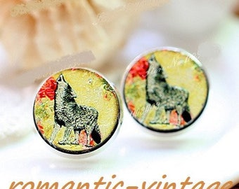 """2 gorgeous wooden painted relief molded """"Wolf"""" 16mm cabochons"""