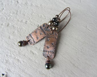 Ethnic rectangle copper earrings oxidized and engraved stars, charm of Lampwork Glass and round beads, copper, gold, gun