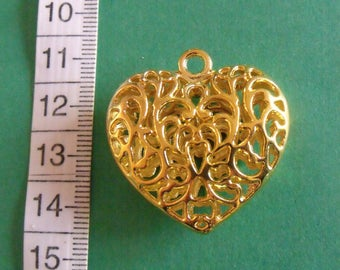 Golden 35mmx34mm openwork heart pendant