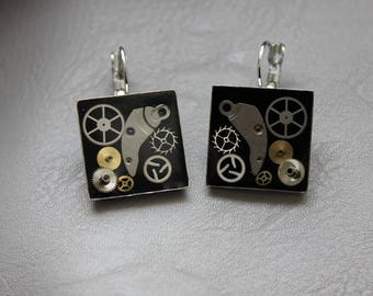 Square 2 cm in resin and gears Steampunk earrings