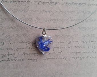 Round neck + heart pendant 2cm in resin and dried Blueberry flowers inclusion