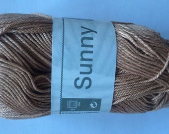 Yarn was SUNNY colors Mocha No. 205 white horse