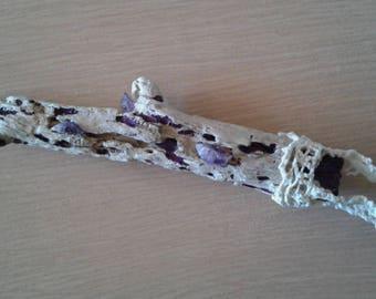 Energy stick: 3 amethysts on Driftwood