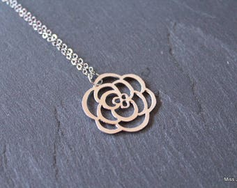 Silver plated chain necklace and flower pendant