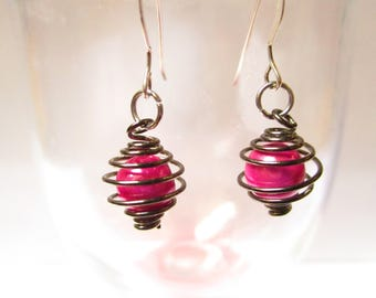 Pretty little earrings Fuchsia and black