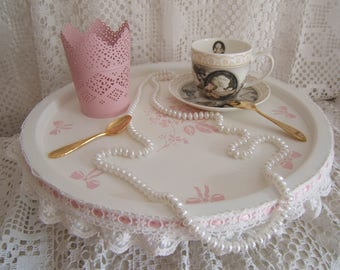 Romantic and shabby... Stunning tray wooden legs, embroidered tulle...