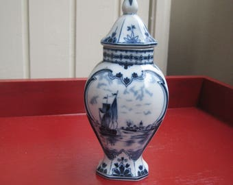 beautiful Delft Blue Vase with lid antiques
