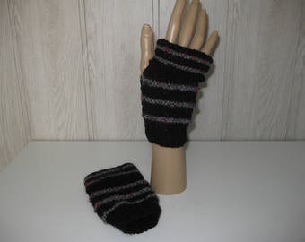 color black/grey/red wool mittens