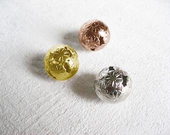 Set of three balls decorative metal