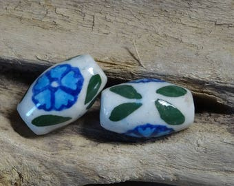 4 large ceramic beads 25mm flower pattern