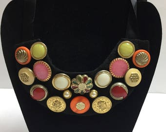 Bib necklace with metal buttons