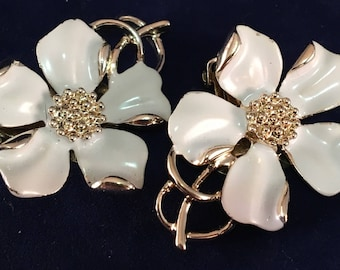 Vintage Emmons White and Silver Dogwood Clip on Earrings