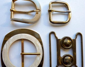 """Different belt buckles in gold tone. """"Pavese"""" on the back of one of them"""