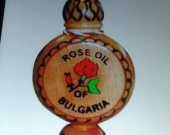 Rose oil bg