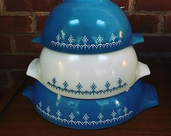 Set of 4 Snowflake Pyrex Cinderella Mixing Bowls