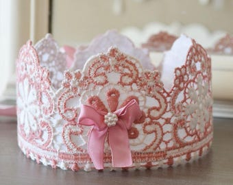 Romantic lace in shades of pink Crown