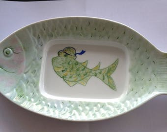 Funny plate shaped hand painted porcelain fish