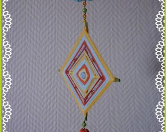 Décoration intérieur : déco style bohème, mandala perlé et fleur assortie