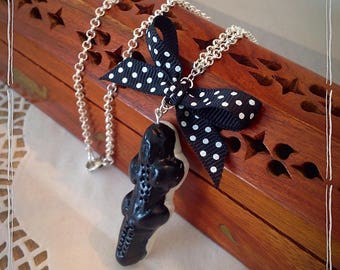 Sweet black licorice taste crocodile Necklace: