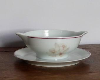 Saucière en porcelaine de Limoges, couleurs pastels, contemporain, motifs floraux / French Limoges porcelaine gravy boat