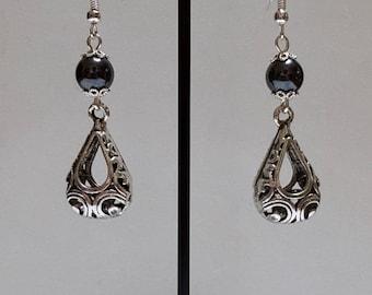 Drop pierced earrings and hematite