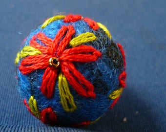 Pearl embroidered felted wool, 23 mm diameter