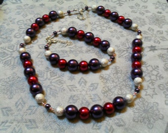 set (necklace and bracelet) classy, modern, original (purple, red and silver)