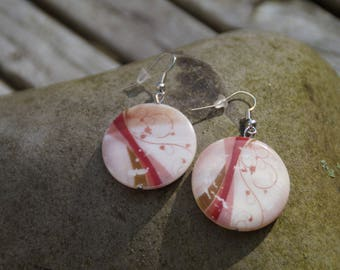 Earrings made with a round Pearl