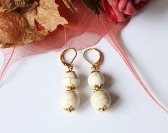 howlite stone cracked on Golden sleeper earring