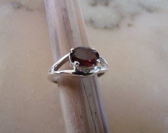 Ring in silver and semi precious stone (Garnet)