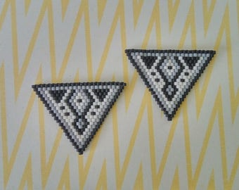 White, grey and black collar jewel