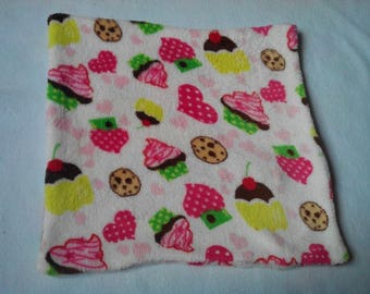 Cupcake pattern white pillow cover