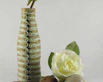 Mono-flower vase in glass and natural hemp ropes and nylon upcycling