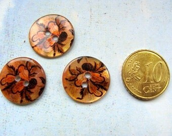 3 fancy 18mm mother of Pearl buttons