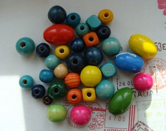 Set of 30 round wooden beads, square and oval 12 to 28mm color mixed