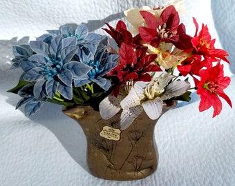 Guilde Handwerks Heavy BRASS VASE and Flowers