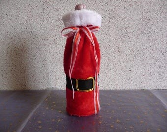 Bottle bag holder in red and white faux fur.