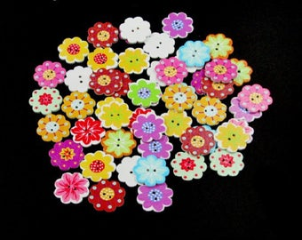 10 buttons 2 holes of different color flower shaped wood