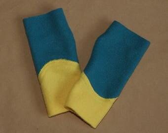 Kids yellow and teal fleece mittens