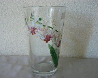 "vase of flowers - ""ORCHIDS"" dishevelled and light decor"